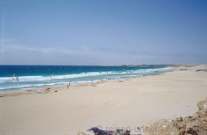 Strand auf der Insel Sal, Reiseziel zum Surfen